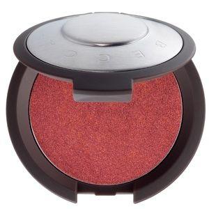 BECCA Makeup - BECCA's Shimmering Luminous Blush in Dahlia